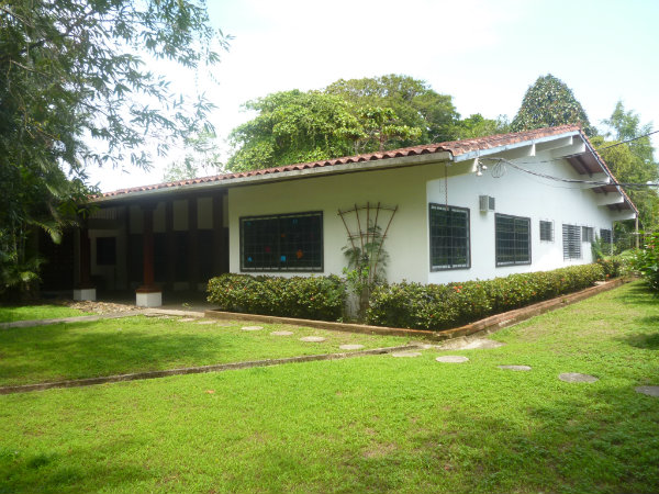 LAKEFRONT HOUSE, FOR SALE, MOUNTAIN VIEW PROPERTY, LAS CUMBRES, PANAMA, CASA DE LAGO