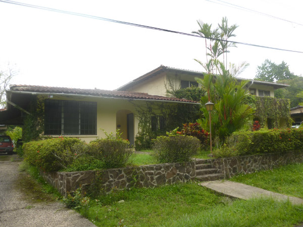 HOME FOR SALE IN LAS CUMBRES, MOUNTAIN VIEW, PANAMA CITY, PANAMA, CASA SE VENDE EN LAS CUMBRES
