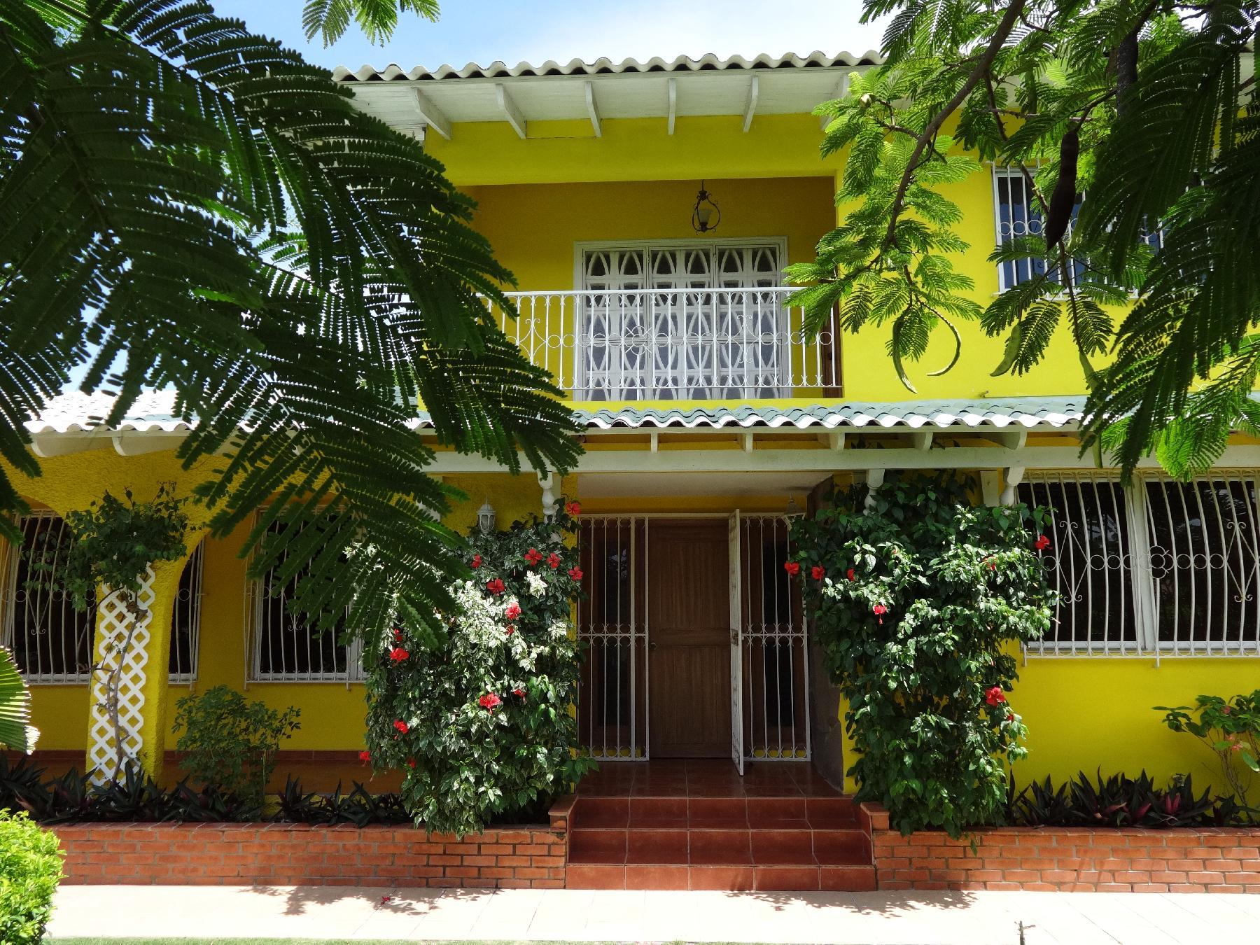 Panama punta chame hostal casa amarilla for Hostal casa amarilla