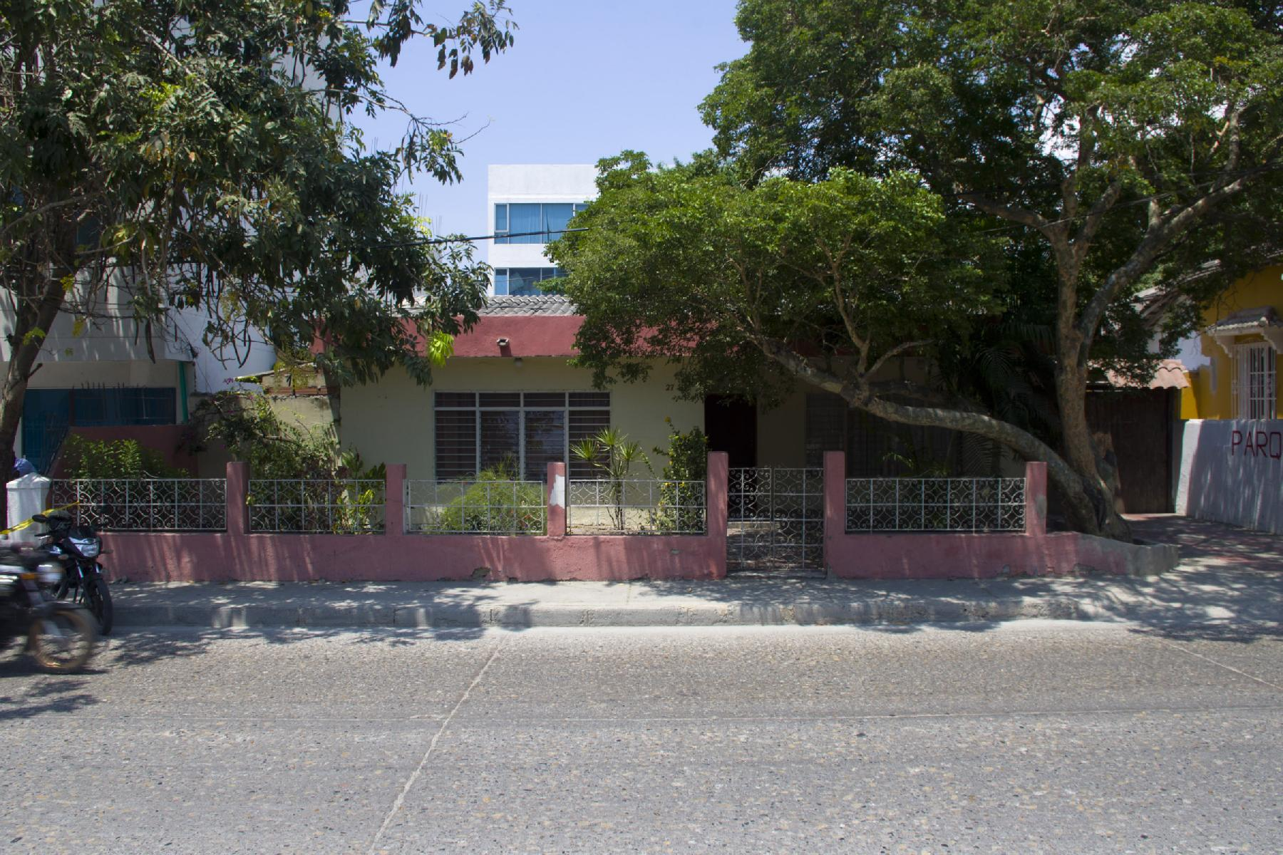 Manga - House / Commercial lot for sale