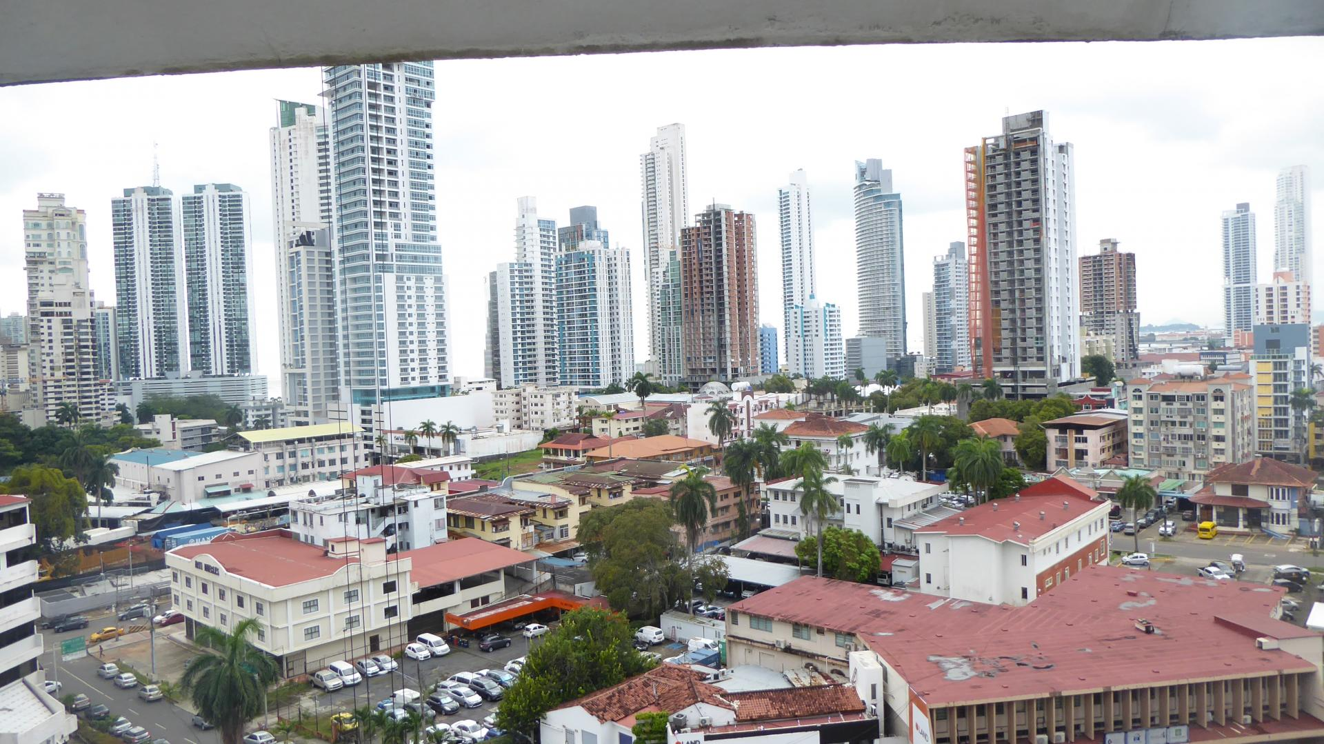 SPACIOUS CONDO PANAMA CITY, LA CRESTA, CITY VIEW IN THE PH VISTA BELLA