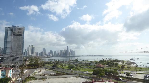 PANAMA CITY AVENIDA BALBOA BAY VIEW 2 BDRM CINTA COSTERA