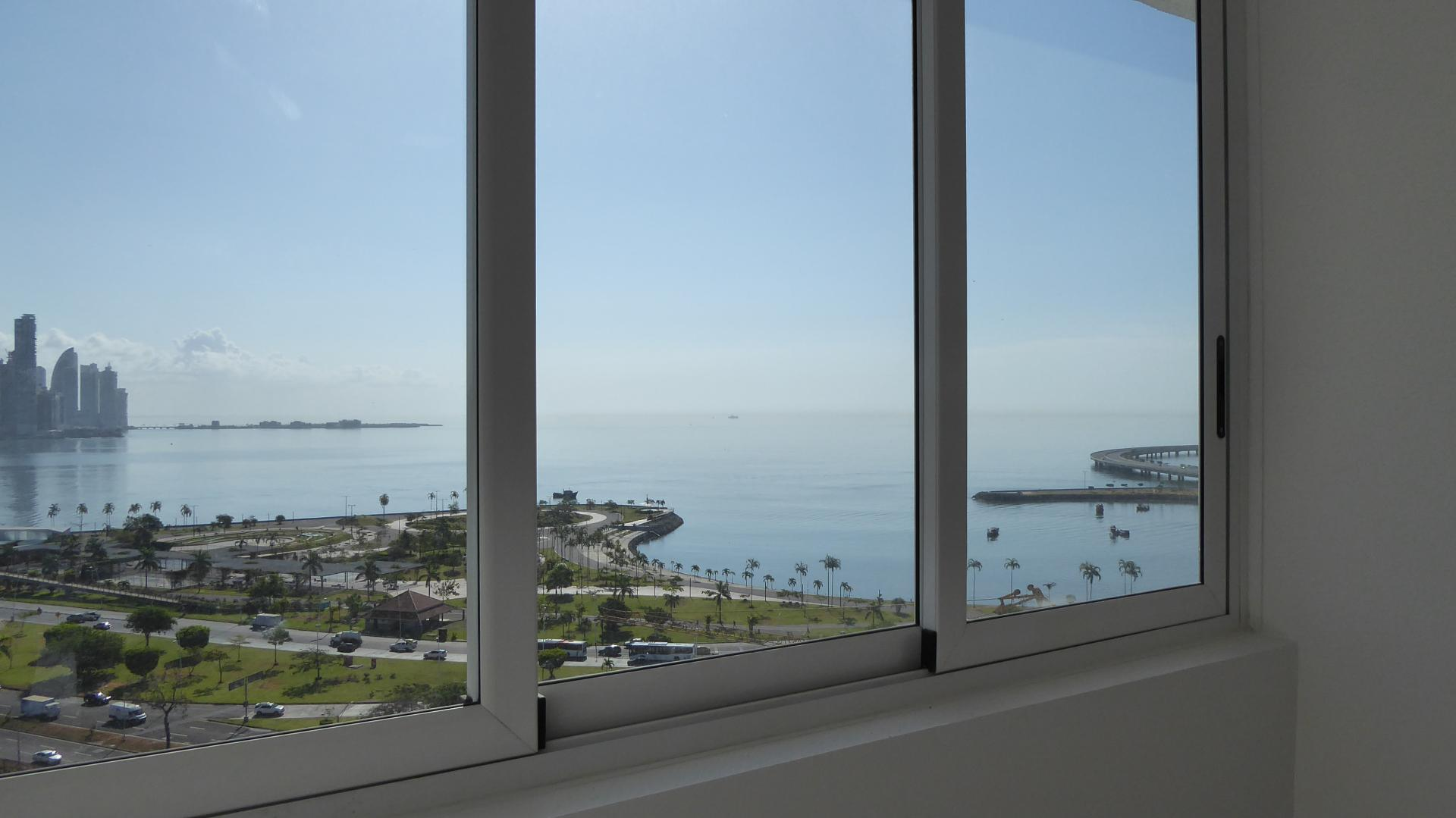 PANAMA CITY AVENIDA BALBOA BAY VIEW 2 BDRM HIGH FLOOR