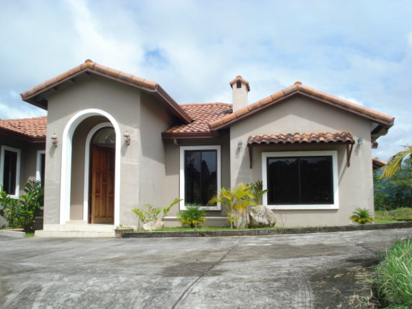 CHIRIQUI HOME FOR SALE IN ALTO JARAMILLO OVERLOOKING THE VALLEY.